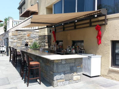 Bar with Retractable Awning for shade